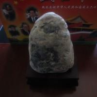 玛瑙原石,自己喜欢,随便收藏收藏,如果谁看种了,也可以出售,价格300元,不贵,就算交个石友吧!