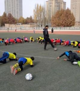 喀什地区足球协会组织周末体校集训
