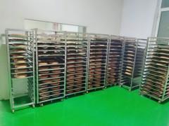 喀什香曲尔工人正在制作月饼